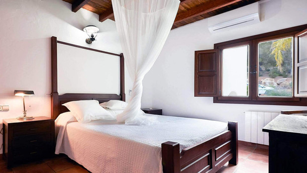 Villa-Bella-Dalt-44-Bedroom-6.jpg