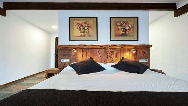 Villa-Bella-Dalt-26-Bedroom-1.jpg