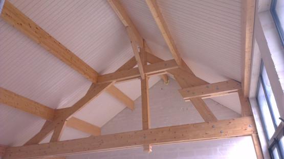 Plafond piscine : lasure blanche frisette + incolore sur charpente