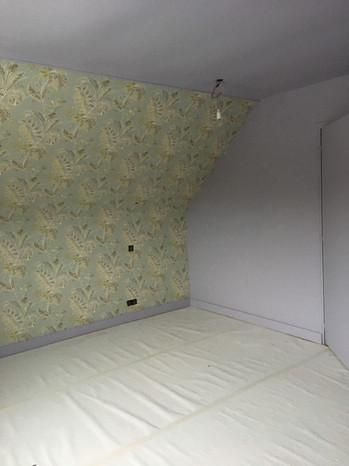 Chambre : papier peint anglais + peinture