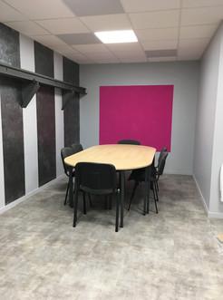 Salle de réunion : produit déco Carénia et peinture