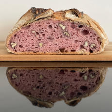 לחם מחמצת (שאור) עם בטטה סגולה.JPG