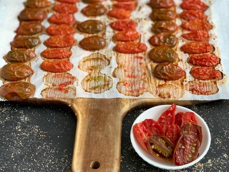 איך להכין עגבניות שרי צלויות משגעות, ללא שמן זית בתנור אפיה הביתי שלכם.