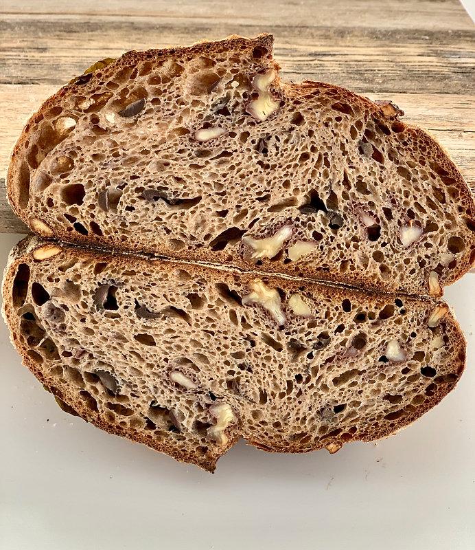 לחם מחמצת שאור 100% קמח מלא.jpg