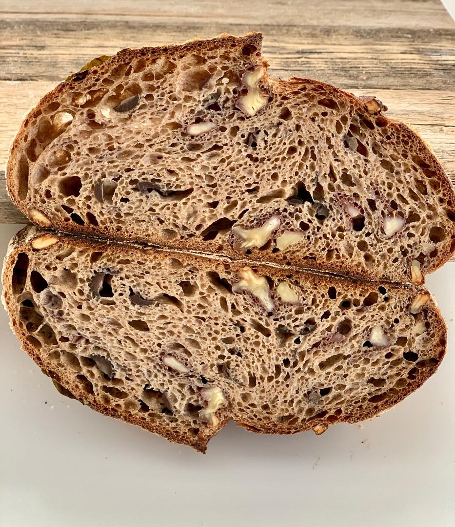לחם שאור 100% קמח מלא.jpg