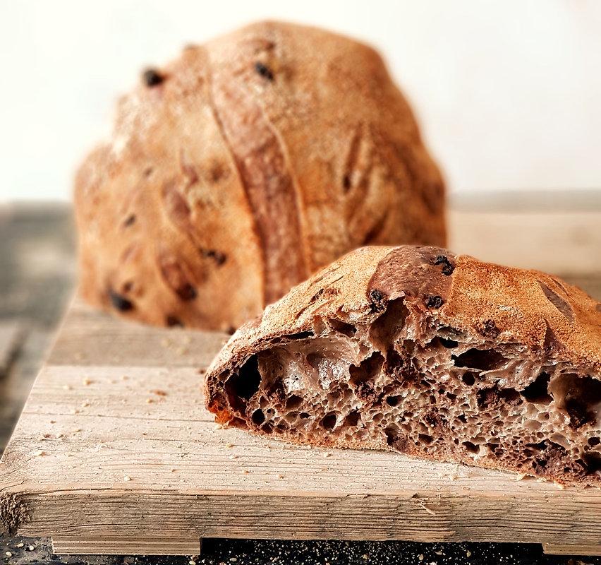 לחם מחמצת (שאור)  עם שוקולד.jpg