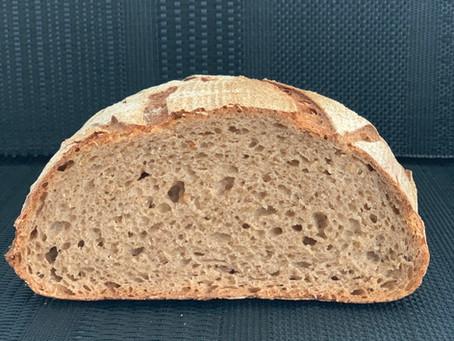 לחם מחמצת (שאור) 50% קמח שיפון מלא 50% קמח לבן
