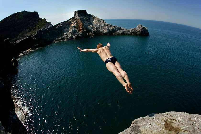 Cliff-dive-bg.jpg