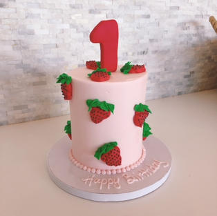 """4"""" Smash Cake With Fondant"""