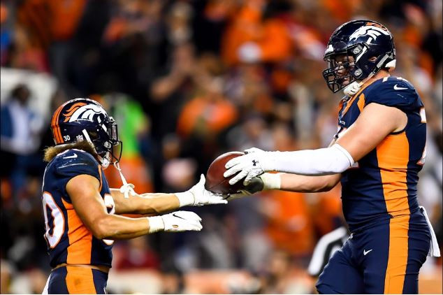 Phillip Lindsay recognizes his OL after a TD run on MNF against the Kansas City Chiefs