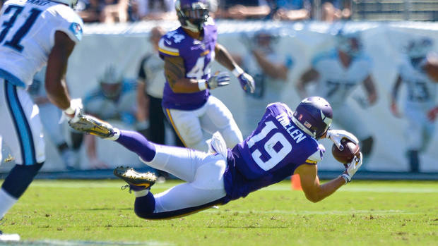 Vikings' Adam Thielen makes a diving catch