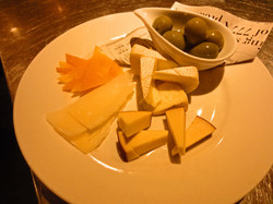 チーズ&オリーブの盛合せ