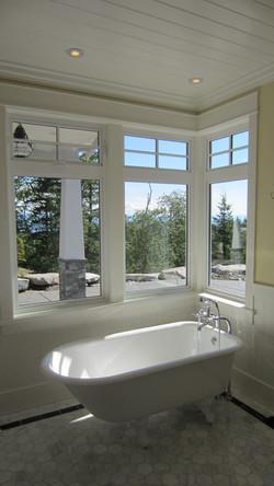 cottage ensuite tub
