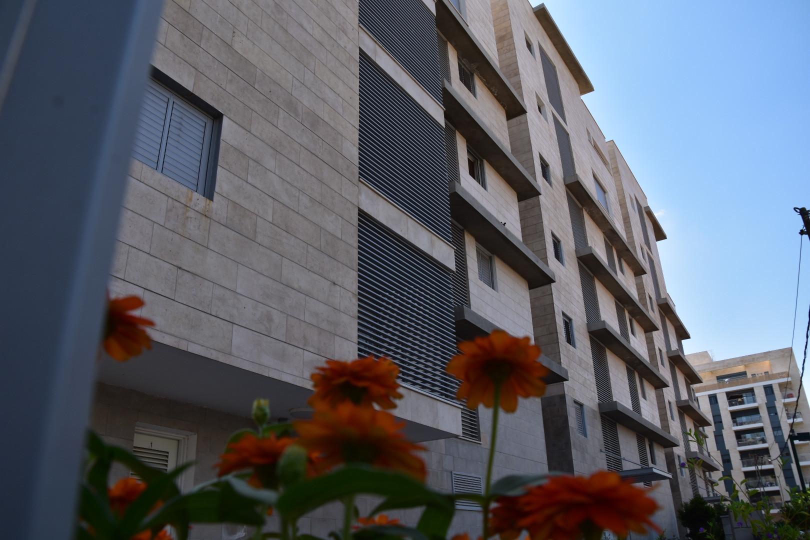 בית פיקס - ניהול ואחזקת מבנים - 1