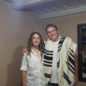 בר מצווה בבית היהודי.jpg