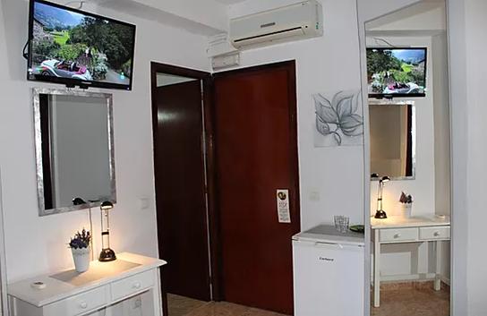 """Ilmastointi-ilmalämpöpumppu,  32 """"taulu TV & jääkaappi"""