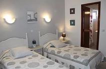 standardi huoneissa 2 x 1 hengen sängyt tai parisänky