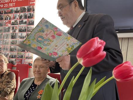 Коммунисты Салаватского отделения поздравили женщин с Днём 8 Марта!