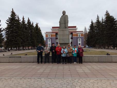 Салаватские коммунисты возложили цветы к памятнику Ленина в 151-летнюю годовщину со дня рождения