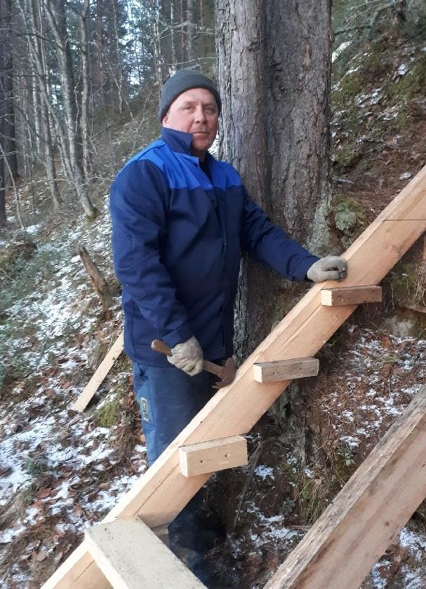 ТОС «Челмужане» построили лестницу к деревенскому роднику своими руками