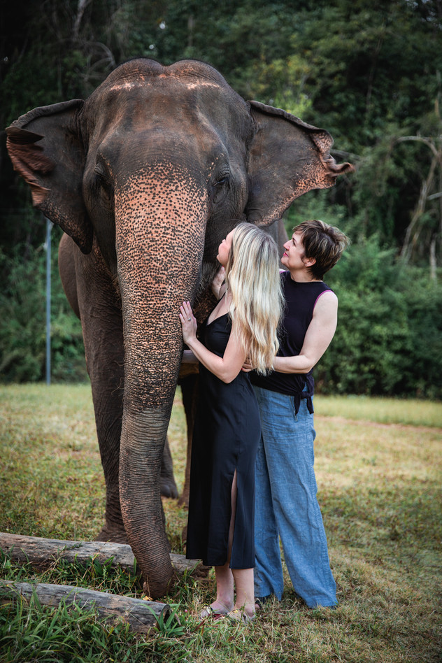neice and aunt with elephant