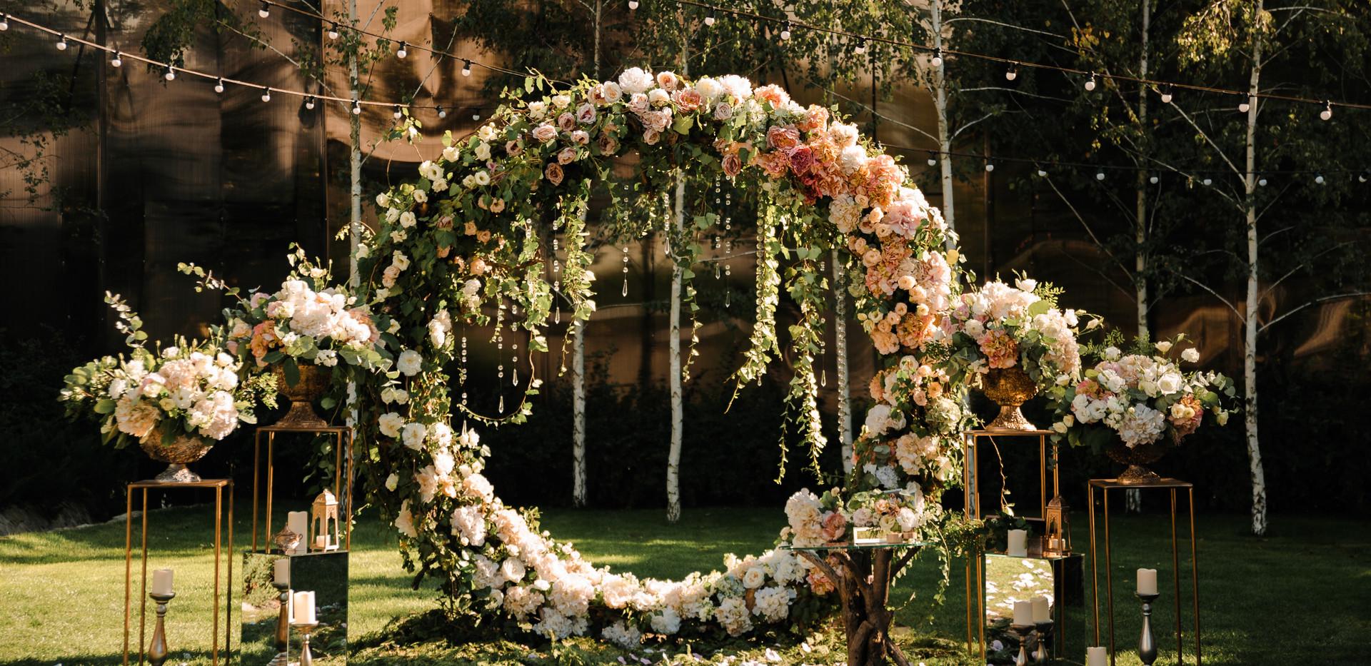 Wedding. Wedding ceremony. Arch. Arch, d