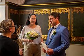 Heiraten in Stralsund,Übergabe der Heiratsurkunde
