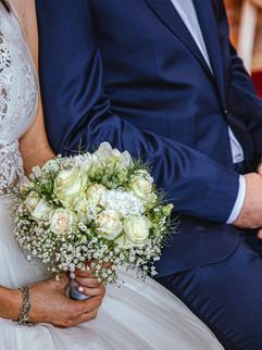 Braut mit Brautstrauß Trauung Standesamt Nord Rügen, heiraten im Leuchtturm Kap Arkona.jpg