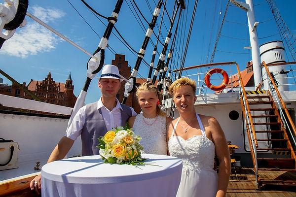 günstiger_Hochzeitsfotograf.jpg