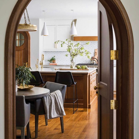 Kitchen Design: Sarah Robertson, Studio Dearborn Interior Decor: Katharine Dufault, State Of The Art Consulting & Design Photo Credit: Macciaphoto