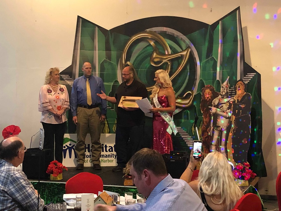 Dinner & Auction - There's No Place Like Home -Invenergy Golden Hammer Award 2019 #2.jp