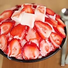 Strawberry Bingsoo 딸기 빙수