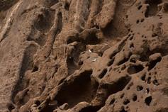 Elles datent de 200 000 ans lors d'une éruption du Piton des Neiges. Nichoirs à pigeons.