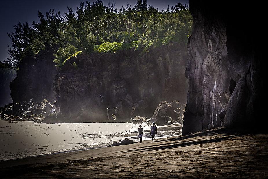 tres belle plage de sable noir de saint joseph
