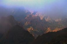 Vue sur les îlets dans le brouillard