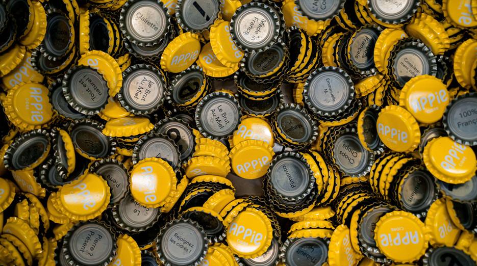 Des capsules de bouteilles de cidre