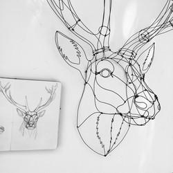 cerf en fil de fer et dessin
