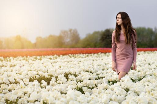 Fotoshooting im Blumenfeld