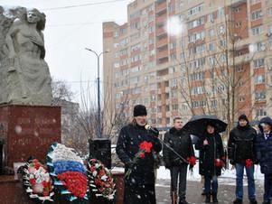 Митинг у памятника Солдату-освободителю в Кореневе
