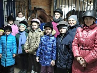 Детский приют в гостях у конного клуба