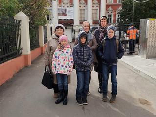 Воскресная школа «Дружные» на выставке Павла Рыженко