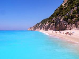 Пляж в Греции с самой голубой водой