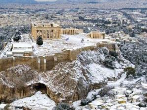 Удивительные кадры: Афины и Салоники в белом!