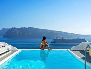 10 лучших бассейнов с шикарным видом на Санторини