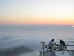 Уникальный ресторан в Греции, где вы можете поужинать... над облаками!