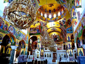 7 умопомрачительно красивых греческих православных церквей