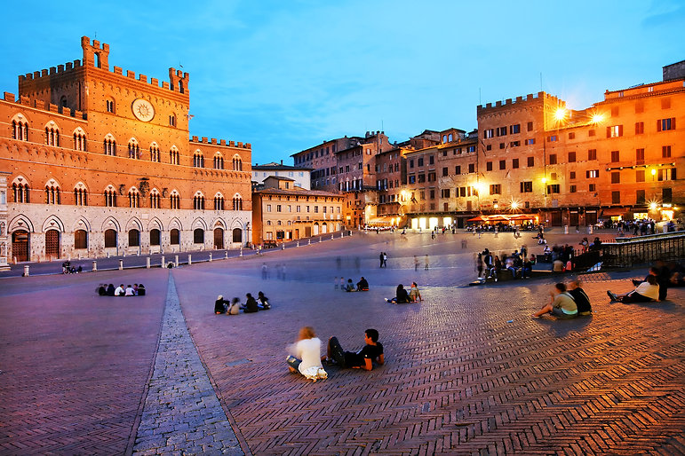 small-private-tours-of-italy-piazza-del-campo..jpg