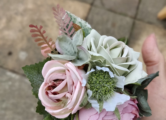 circular pale pink and green hair flower
