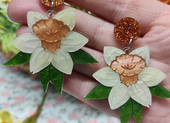 Daffodil earrings pale