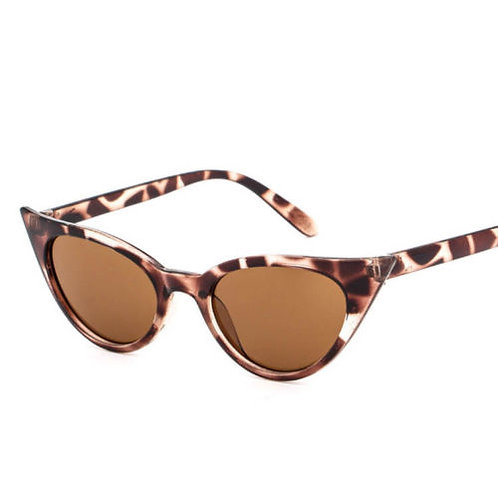 Pointed Cat Eye Sunglasses With Case
